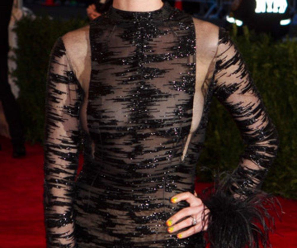 Anne Hathaway bei der Met Gala in New York.
