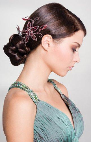 Glamouröser Knoten mit Glitzerspange