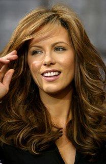Kate Beckinsale mit voluminösen Wellen