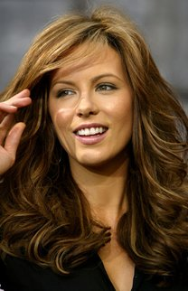 Kate Beckinsale mit voluminösen Wellen