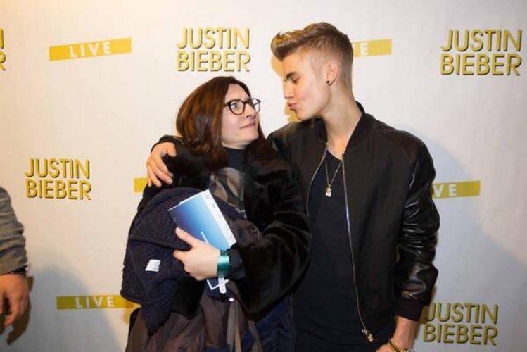 Justin Bieber küsst