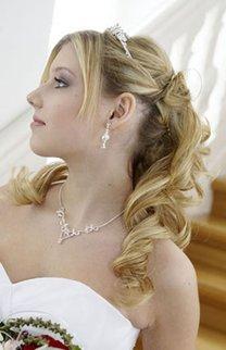 Brautfrisur mit leichten Wellen