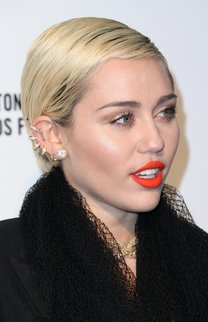 Miley Cyrus: Sleek Pixie