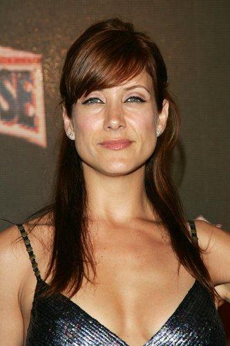 Kate Walsh mit schrägem Pony