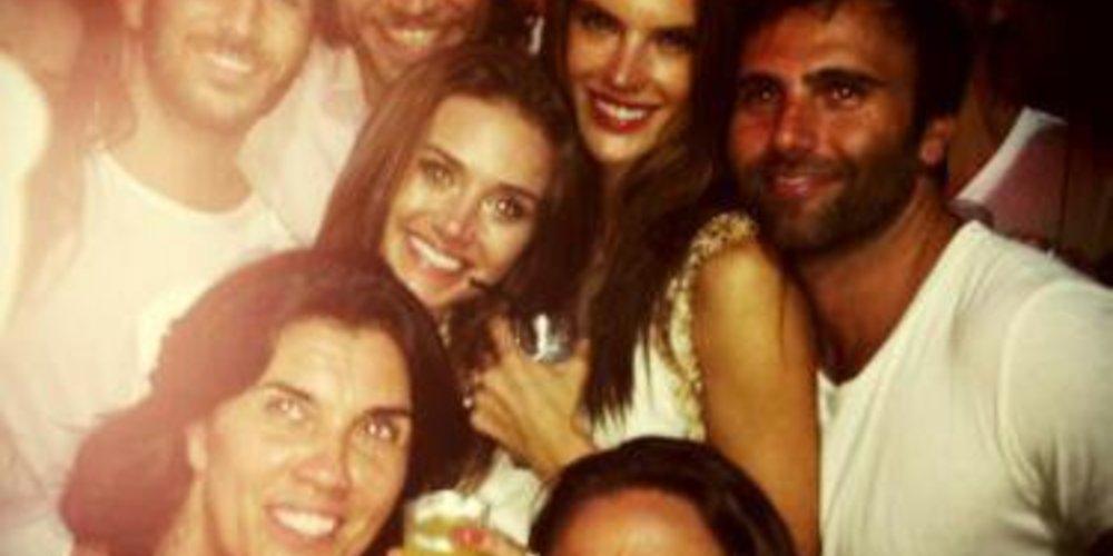 Alessandra Ambrosio feiert ausgelassen