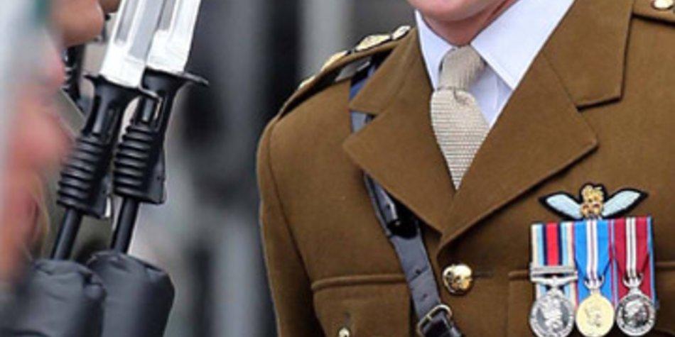 Prinz Harry wird einen Bürojob beim Militär annehmen.