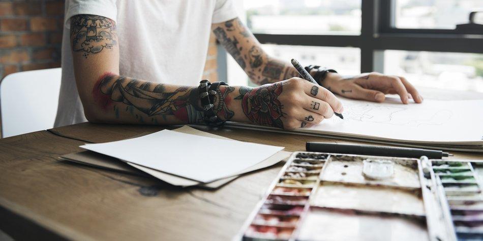 Handrücken tattoo