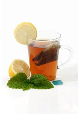 Schwarzer Tee: Koffein gegen Augenringe und geschwollene Lider