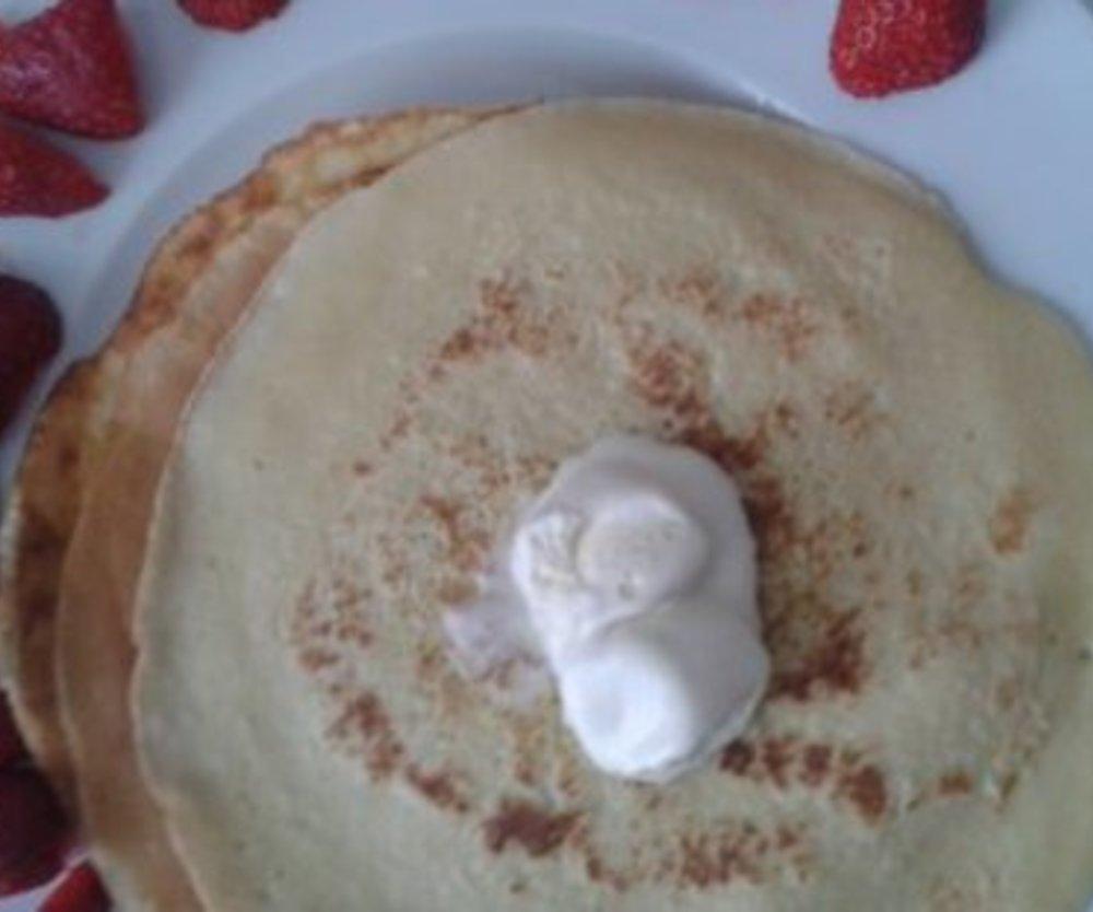 Leckere Pfannkuchen mit Schmand