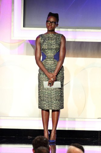 Lupita Nyong'o hält eine Rede