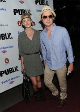 Zach Braff präsentierte Model-Freundin Taylor Bagley.