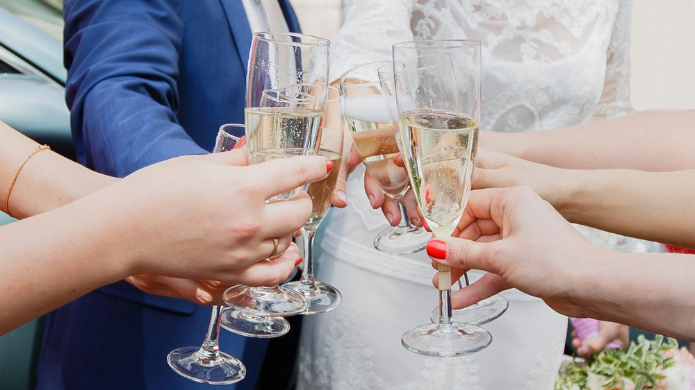 Hochzeit abgesagt: Fast-Braut feiert trotzdem