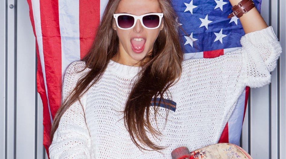 Model mit Ray-Ban Sonnenbrille