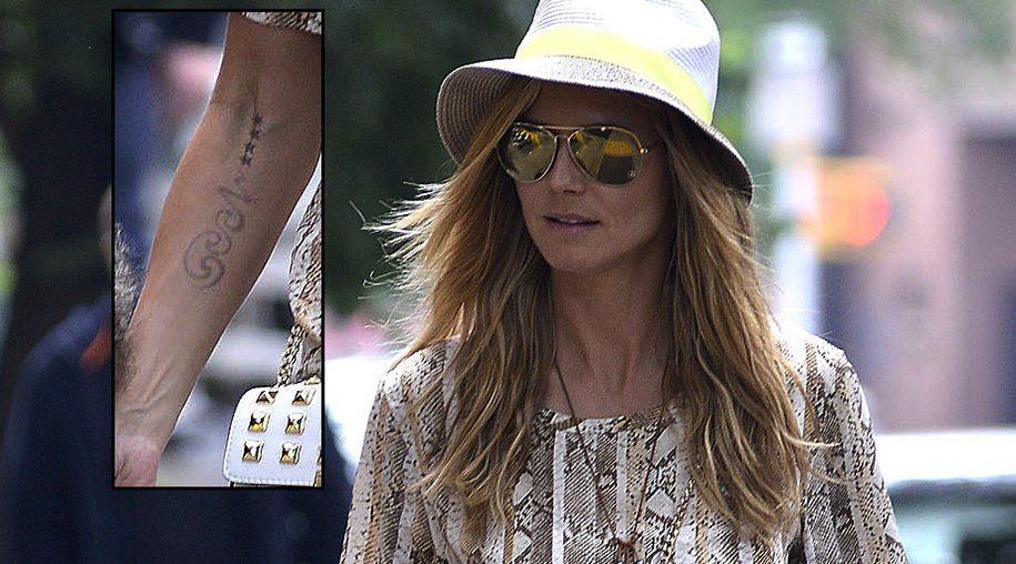 Bei einem Spaziergang durch Los Angeles fiel auf: Heidi Klums Unterarm-Tattoo ist deutlich blasser geworden.