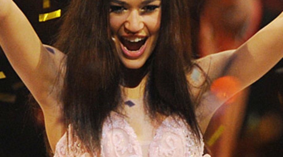 """Lovelyn jubelt: Die 16-Jährige ist """"Germany's Next Topmodel"""" 2013."""
