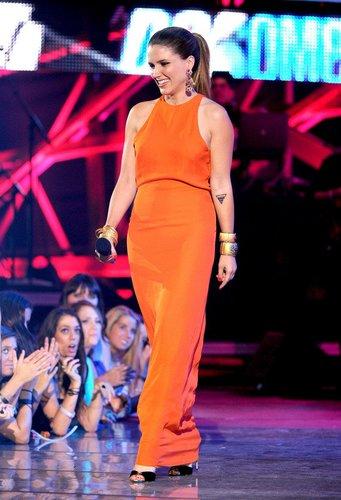 Sophia Bush auf der Bühne.