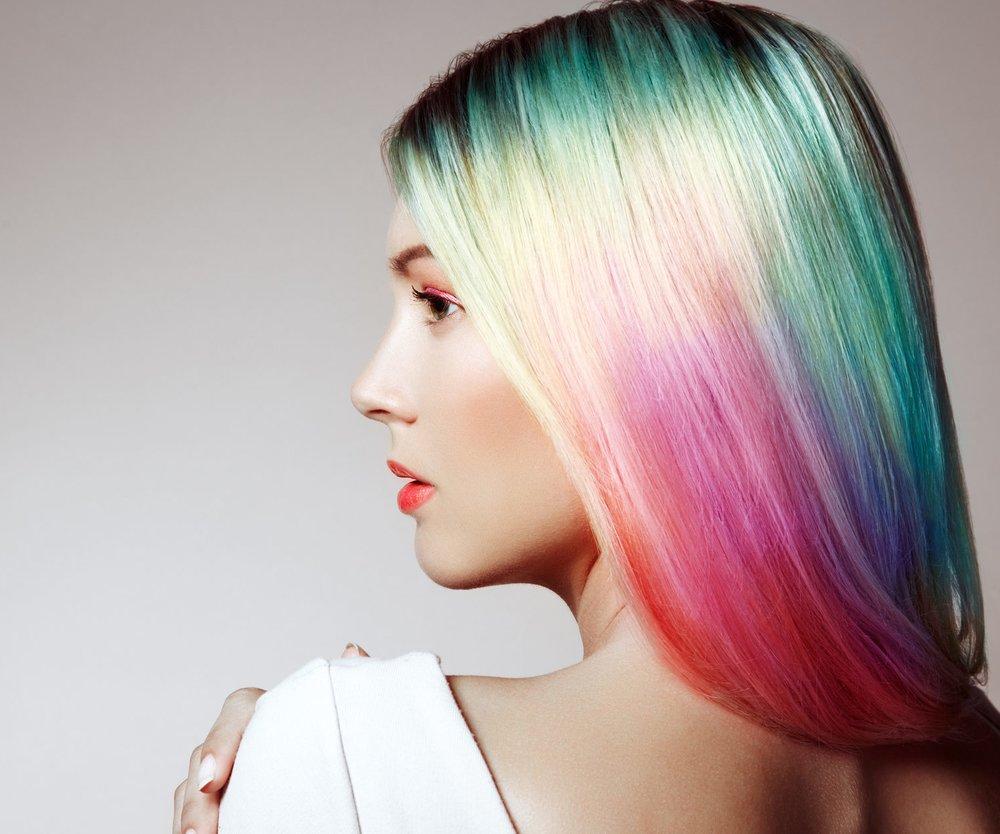 Bunt gefärbte Haare