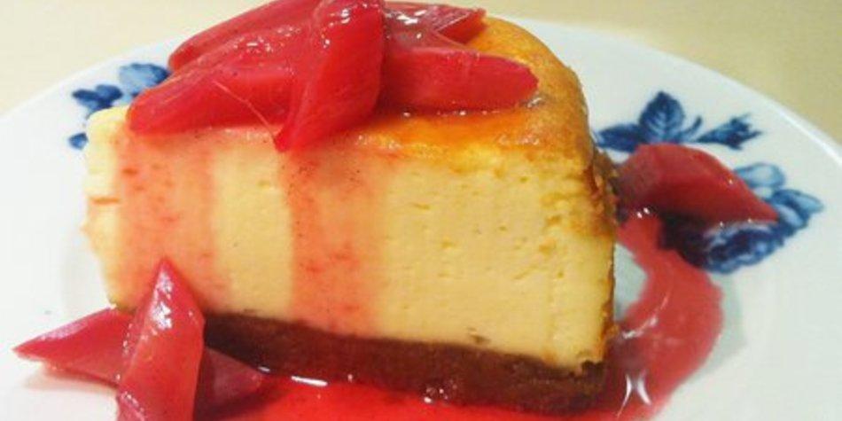 Cheesecake mit Ingwer und Rhabarberkompott