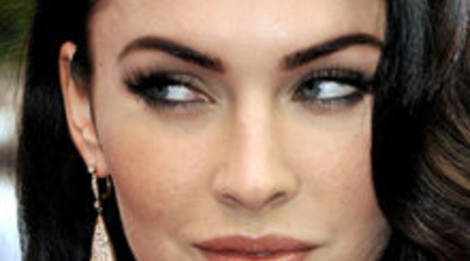 Megan Fox im Weihnachtsclinch