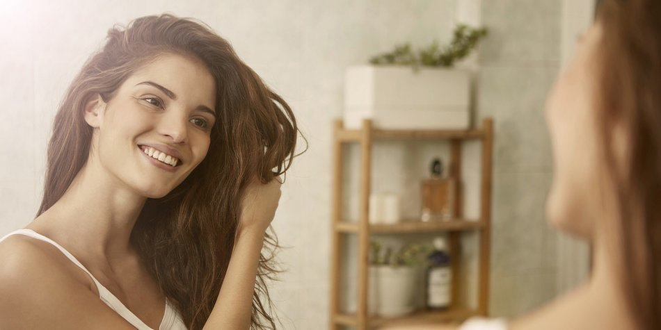 starkes und lebendiges haar mit pantene pro v erdbeerlounge