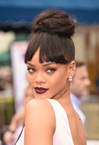Rihanna mit Haarknoten