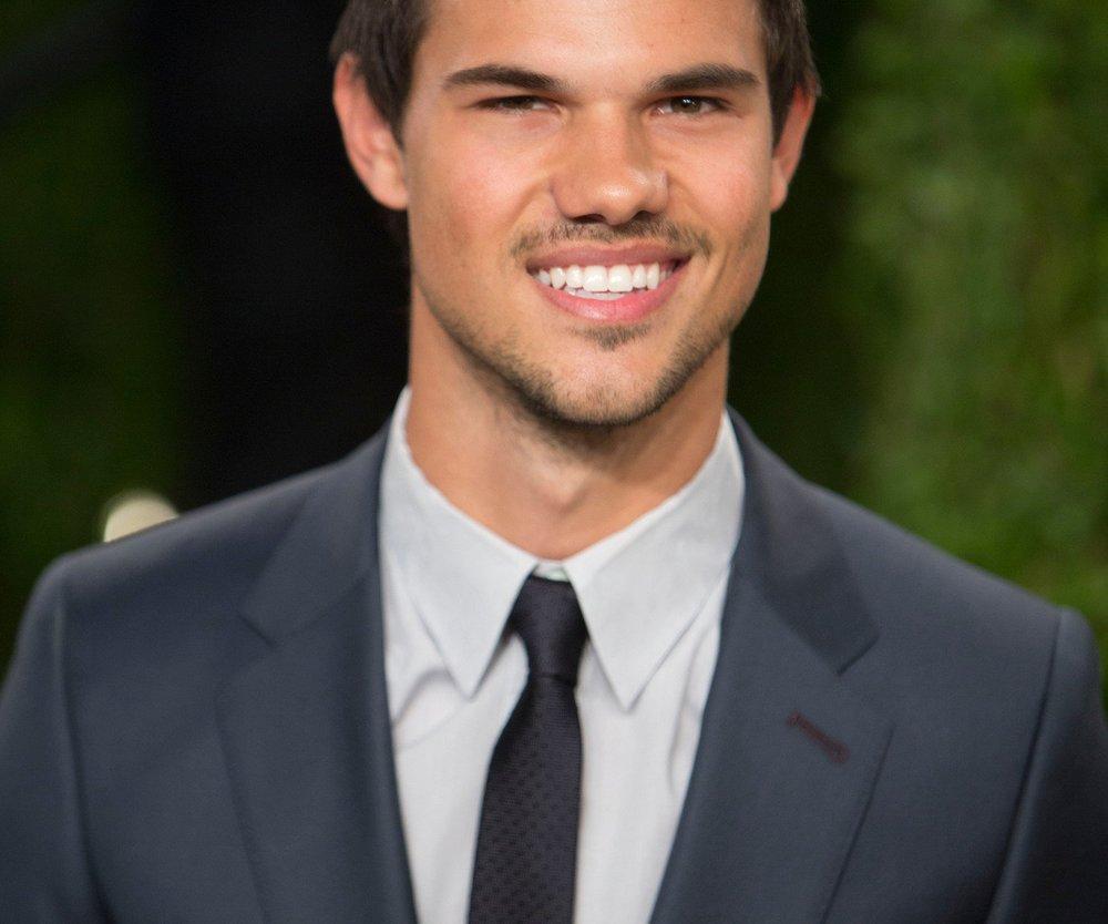 Taylor Lautner schwärmt von Jessica Alba