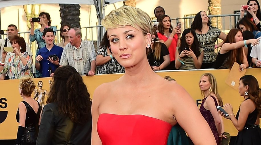 Actress Kaley Cuoco-Sweeting arrives for the 21st Annual Screen Actors Guild Awards, January 25, 2015 at the Shrine Auditorium in Los Angeles, California. AFP PHOTO / FREDERIC J. BROWN (Photo credit should read FREDERIC J. BROWN/AFP/Getty Images)