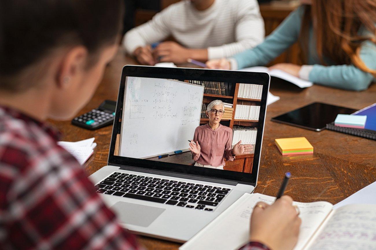 Unterricht via Laptop: Für Schüler Alltag in Zeiten von Corona