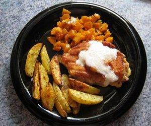 Schweinerückensteak mit Möhren und Kartoffelecken