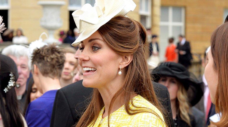 Kate Middleton zeigt sich mit Babybauch.