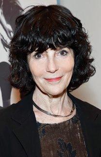 Nancy Buirski: Kurze, schwarze Wellen mit Pony