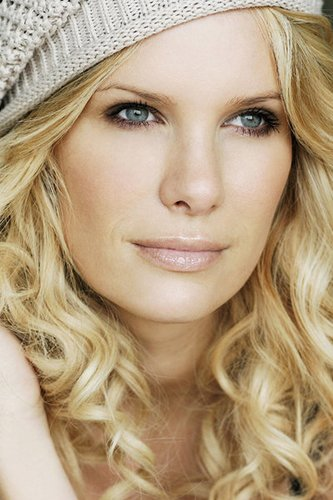Monica Ivancan: Lange, blonde Locken