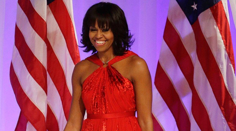 """Michelle Obama sehr stilvoll als """"Lady in Red"""". Sie trug eine Ballrobe von Jason Wu."""