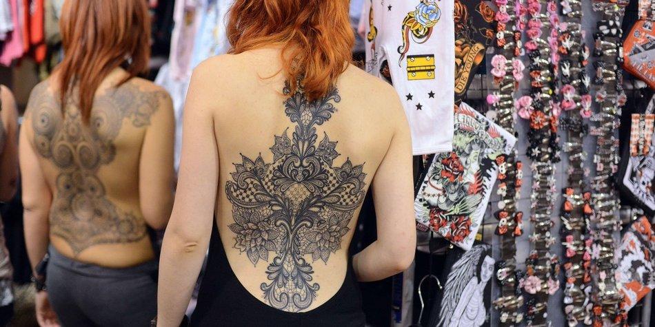 Mit der Dotwork Tattoo-Technik lassen sich Muster, Ornamente und Mandalas besonders eindrucksvoll in Szene setzen.