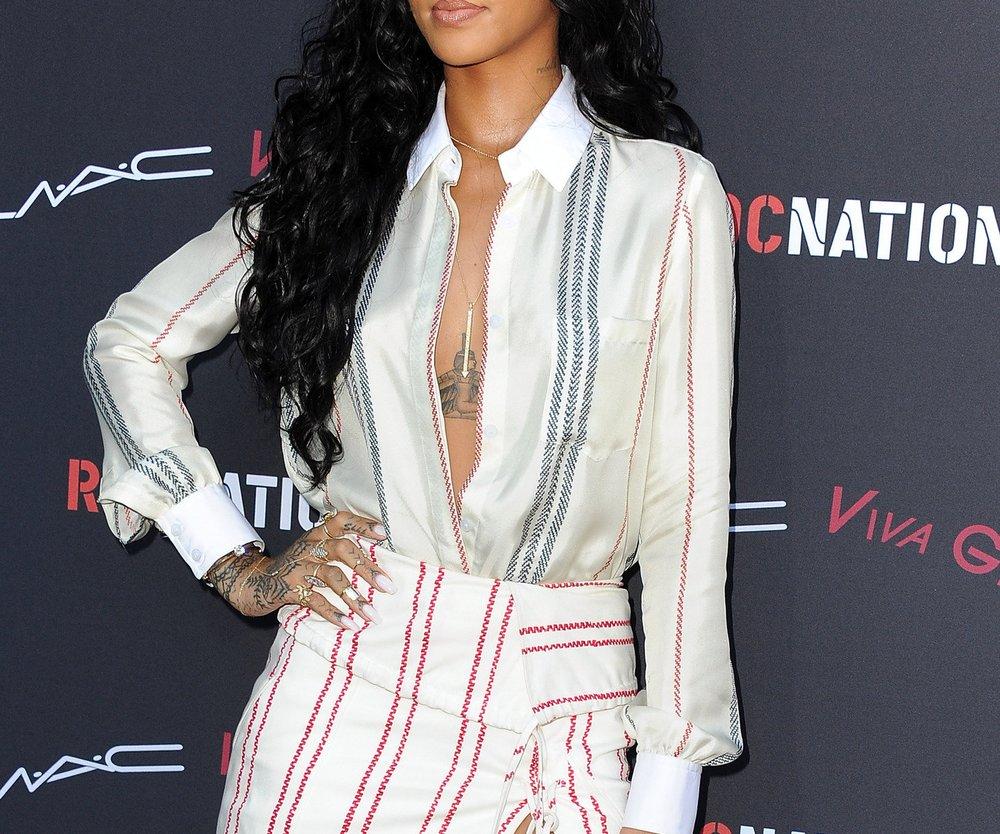 Rihanna ist gerne ohne BH unterwegs