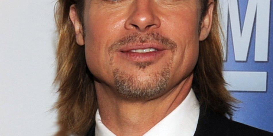 Brad Pitt findet während der Awards Zeit zum Relaxen