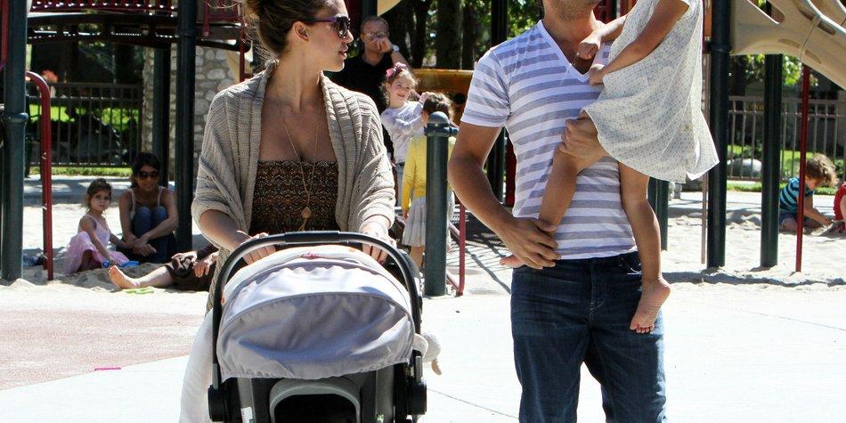 Jessica Alba mit der Familie unterwegs