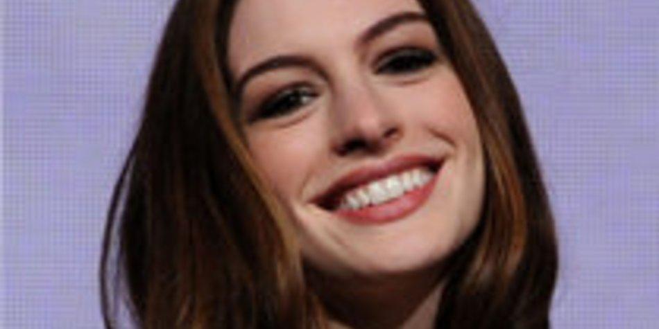 Anne Hathaway: Austritt aus katholischer Kirche
