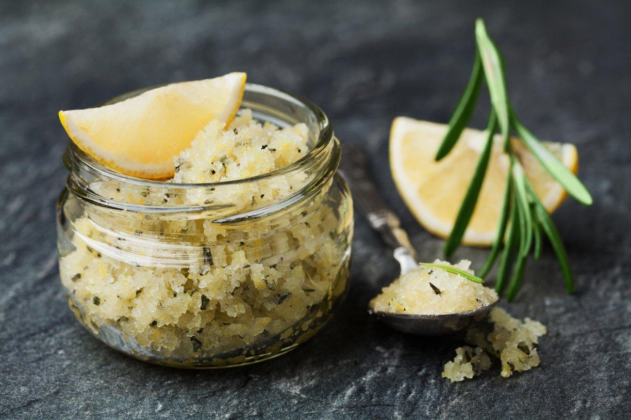 Zitronen-Salz-Peeling