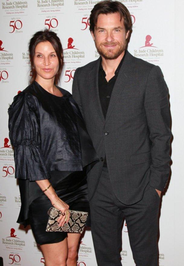 Jason Bateman ist glücklich eine Frau wie Amanda Anka zu haben.