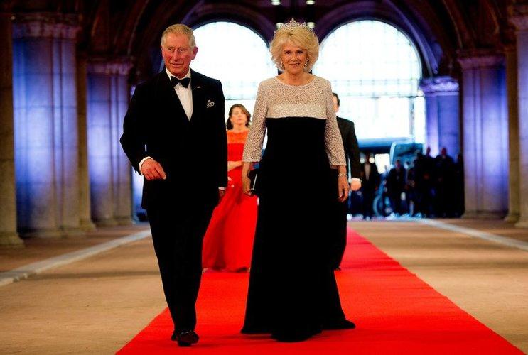 Prinz Charles und Camilla Parker Bowles in endler Kleidung