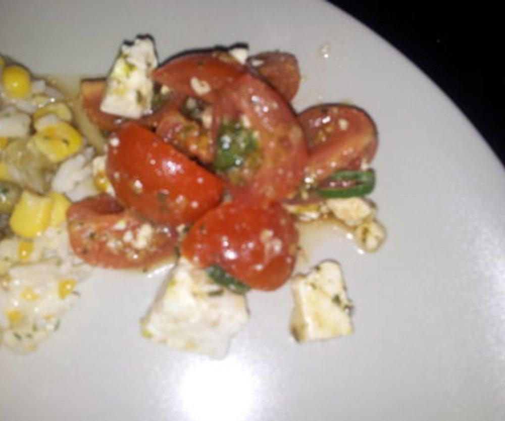 Tomatensalat mit Feta und Balsamiconote