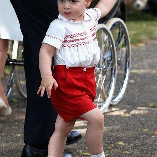 Prinz George hat ein Baumhaus in Opas Garten