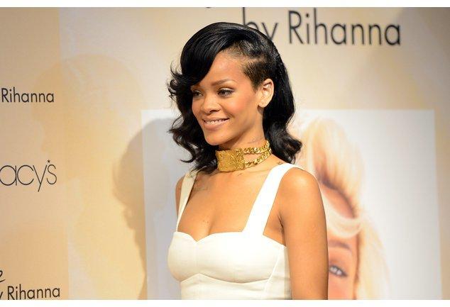 Rihanna strahlt
