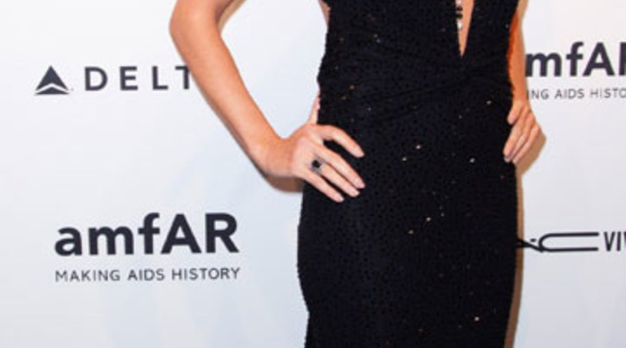 """Topmodel Heidi Klum präsentierte sich auf der jährlichen Gala der AIDS Foundation """"amfAR"""" in einem umwerfenden Kleid von Designer Michael Kors."""