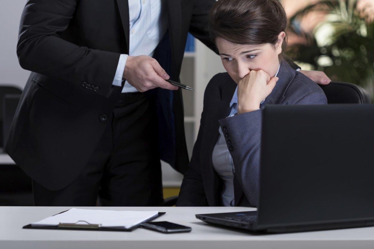 Wenn der Chef einen mobbt, kann das schnell zu Verzweiflung führen.