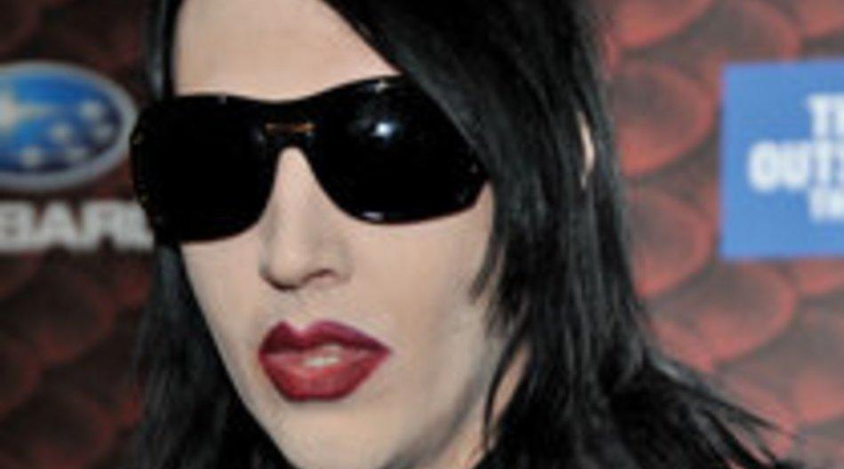 Marilyn Manson hält um die Hand seiner Dauerfreundin Evan Wood an