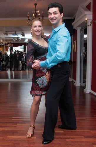 Stefanie Hertel tanzt.