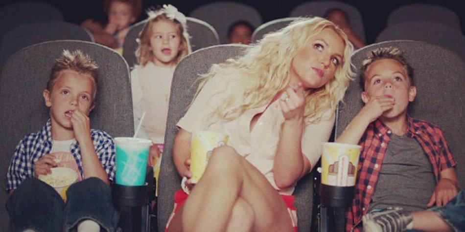 """Britney Spears und ihre Söhne performen für """"Ooh La La"""""""