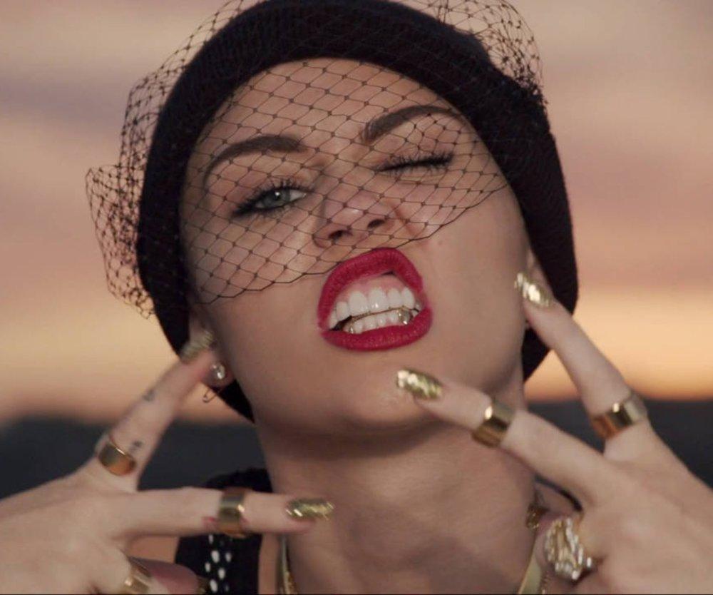 Miley Cyrus beschimpft Paparazzi